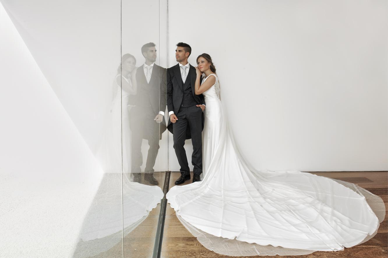 Pareja boda reflejos formas